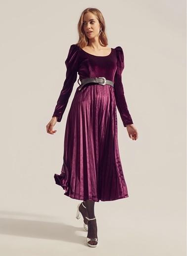 Monamoda Kayık Yaka Prenses Kol Piliseli Kadife Elbise Mürdüm